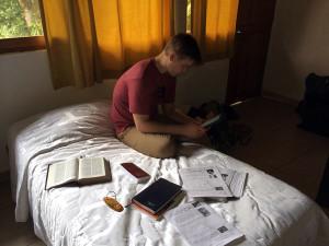 Tarapoto-studying
